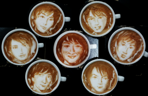 Kis-My-Ft2 fatti con la schiuma del cappuccino